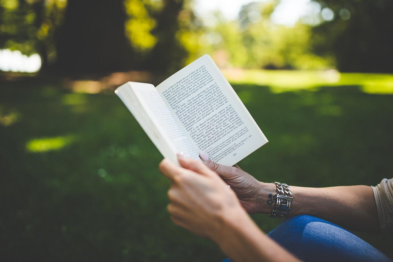 【必見】読書をしないと人生が不幸になってしまう驚くべき理由とは?